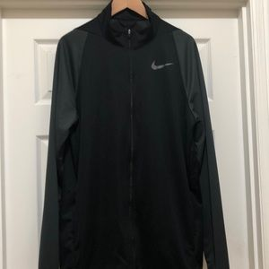 Like New Nike Dri Fit Light Zipped Jacket Size L